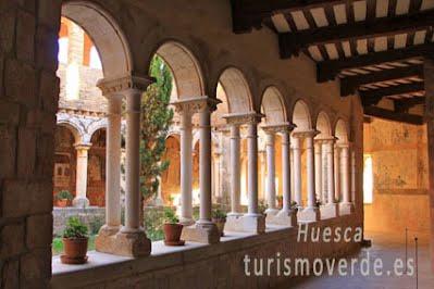 TURISMO VERDE HUESCA. Patio de la Colegiata de Alquezar